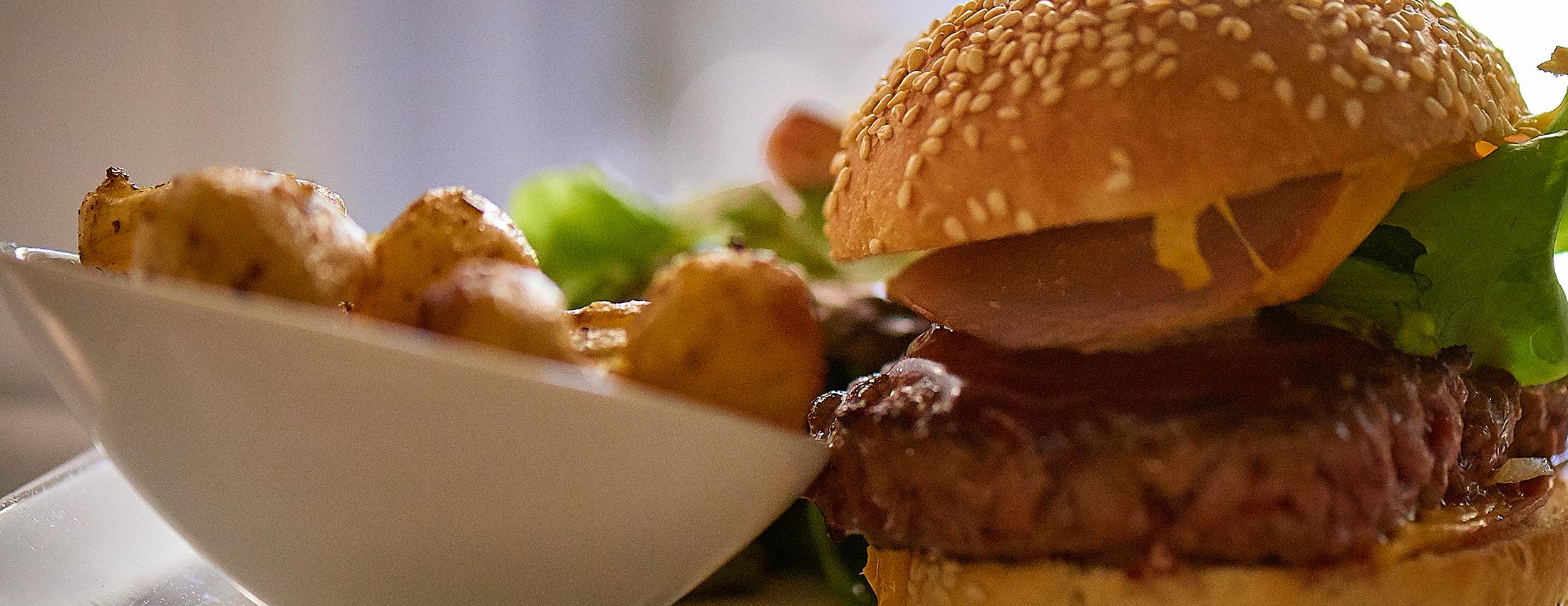 Le Petit Monde, hamburger, Fontaine-Daniel, en Mayenne